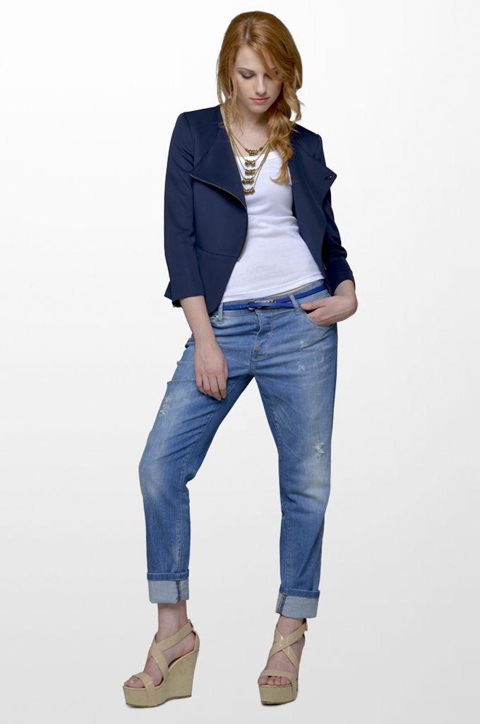 Sarah Lawrence - 3/4 sleeve side zip blazer, sleeveless cotton tank, boyfriend denim pant, necklace.