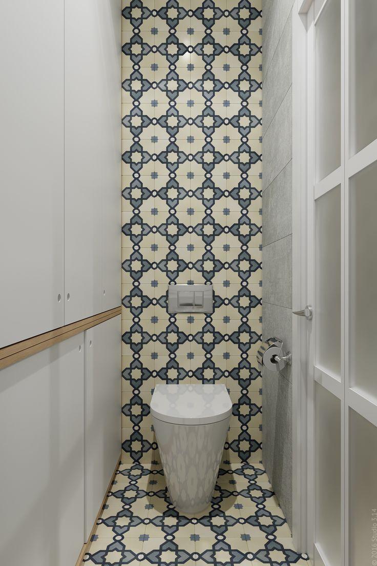 В туалете организовано хренение бытовых принадлежностей.