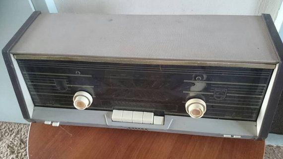 Bekijk dit items in mijn Etsy shop https://www.etsy.com/nl/listing/271919932/vintage-tube-radio-philips-b4x02a-dutch