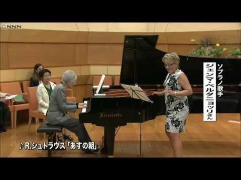 (2060) 皇后さま、2年ぶりにピアノ演奏を披露される - YouTube