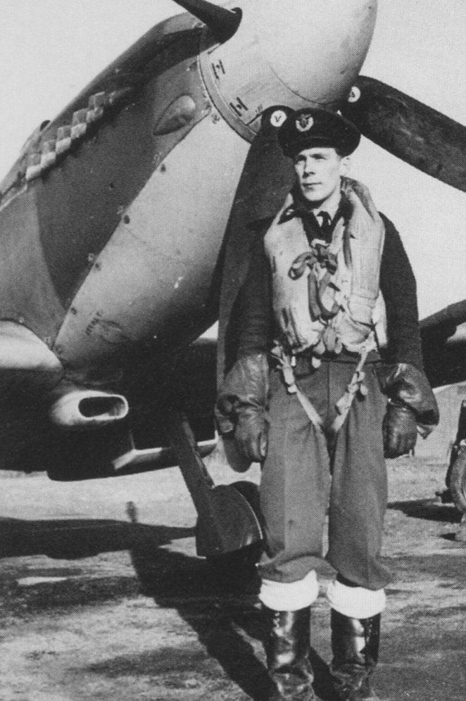 Leif Lundsten in front of his Spitfire IX, 1942 or 1944