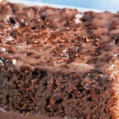 Receita de Bolo gelado de chocolate e leite condensado - 4 colheres bem cheias de margarina, 1 xícara (chá) de açúcar, 3 unidades de gema de ovo, 1 xícara (...