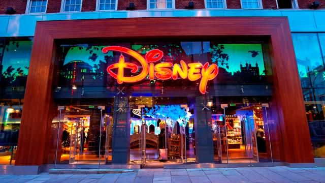 The largest Disney store in all of Europe. As a Disney girl, of course I have to go
