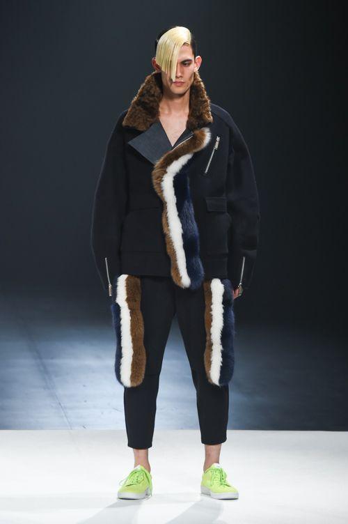 ヨシオクボ 2015-16年秋冬コレクション - 意表をつくデザインと演出で描かれた砂漠の物語 | ニュース - ファッションプレス