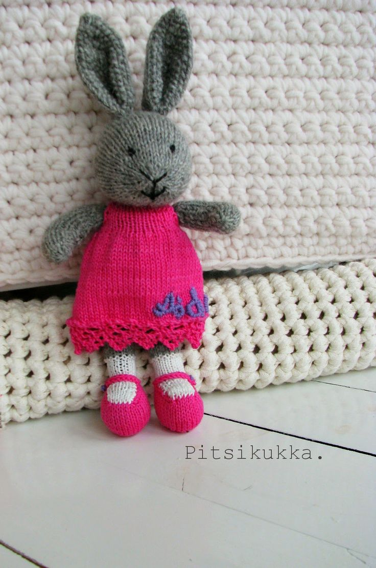 Knitted bunny.
