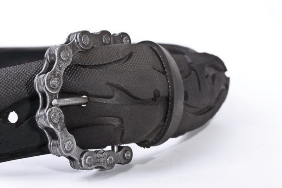 Recycled Bicycle Tire Belt and Chain Buckle por Ballestic en Etsy