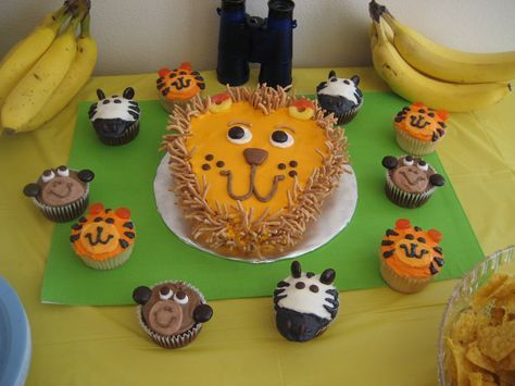 Mimi's Cupcakes: Lion Cake and Jungle Cupcakes