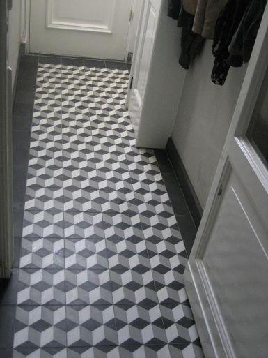 Gezien op www.designtegels.nl Leuk voor ons toilet. Wel met randje van zwarte tegels.