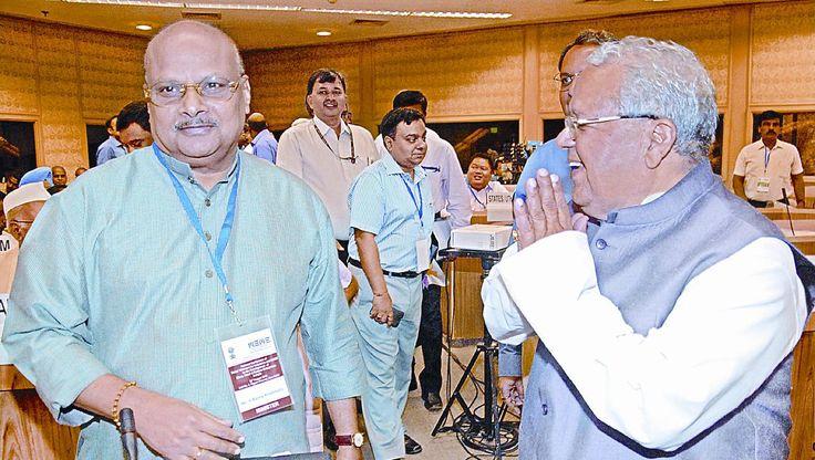 #Rajahmundry: Senior #TDP leader Thota Seetharama Lakshmi, MP (Rajya Sabha), on Friday urged Chief Minister N #Chandrababu Naidu to notify #Bhimavaram as 'town of export excellence'. http://www.thehansindia.com/posts/index/2014-08-23/MP-seeks-Bhimavaram-as-town-of-export-excellence-105773