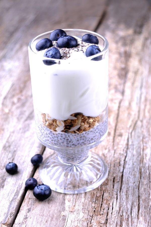 Nasiona chia możesz dodać także do jogurtu, fot. Fotolia