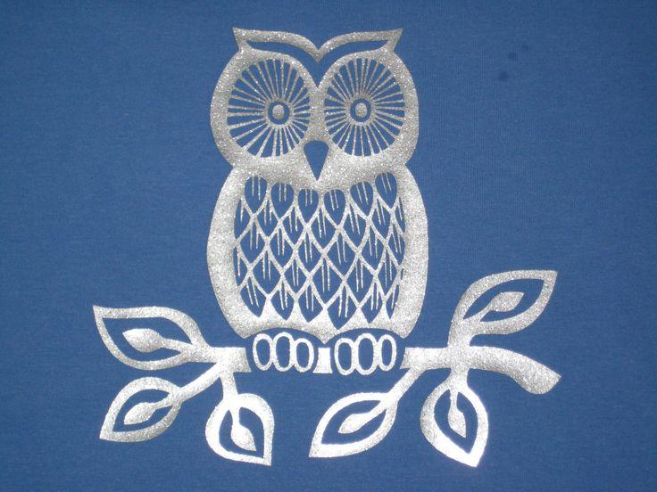 Een uil in zilveren flexfolie applicatie op blauw shirt creaties eigen ontwerp design by - Bebe ontwerp ...