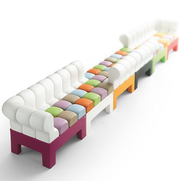 El sofá MODI de MYYOUR es la ejemplificación de un perfecto diseño que permite crear e innovar combinaciones camaleonicas y personalizadas. Una solución ideal para los exteriores o interiores.