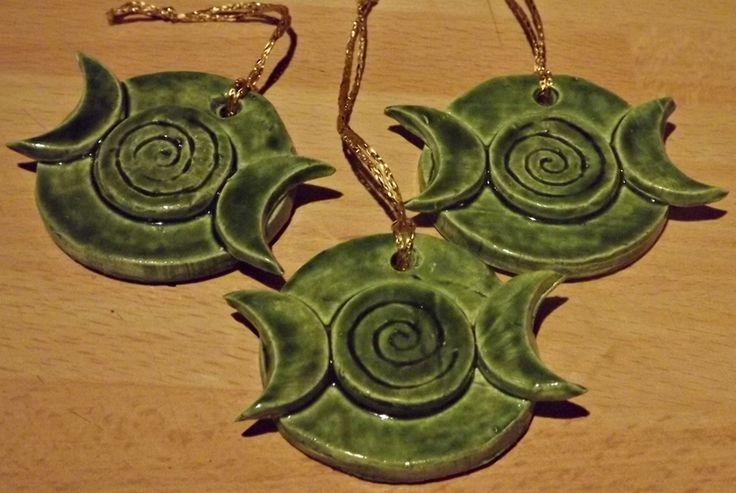 Wiccan Yule Tree   Triple Moon - Green