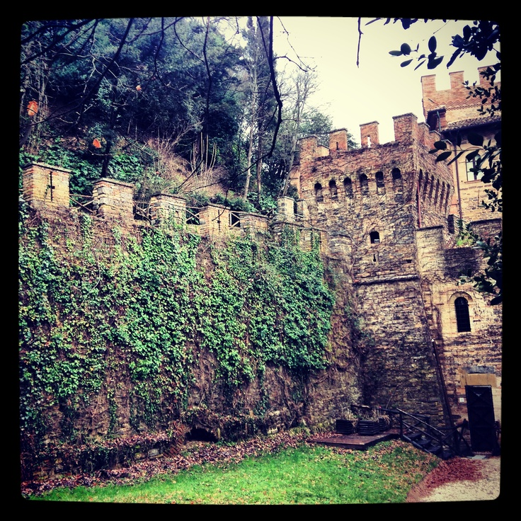Mura castellane - Castello Pallotta, Le Marche, Italy