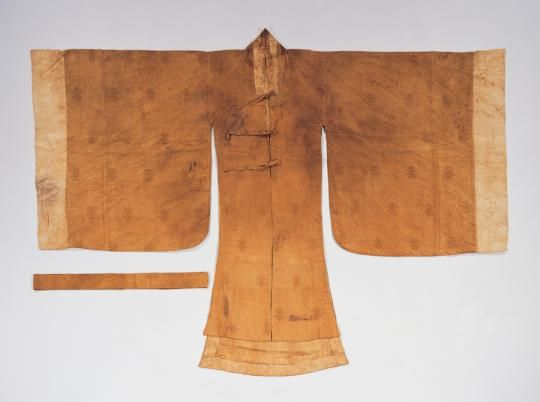 From the Virtual Collection of Asian Masterpieces.  This wonsam was made of silk satin with supplementary gold weft thread with a cloud and dragon pattern, and lined with floral motifs of silk satin damask. The seam shown outside of this garment indicates that each piece was made before these pieces were sewn together. The front bodice is shorter than the back one and there are detachable cuffs on the sleeves.