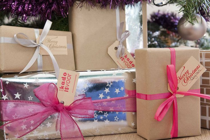 Merry Christmas label for a present, kraft, neon pink, gold, differt colours. http://www.loveletterpress.nl/letterpress_feestdagen_labels