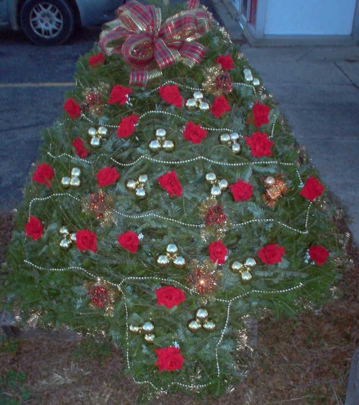 Diy Christmas Grave Decorations: 12 Best Grave Blankets Images On Pinterest