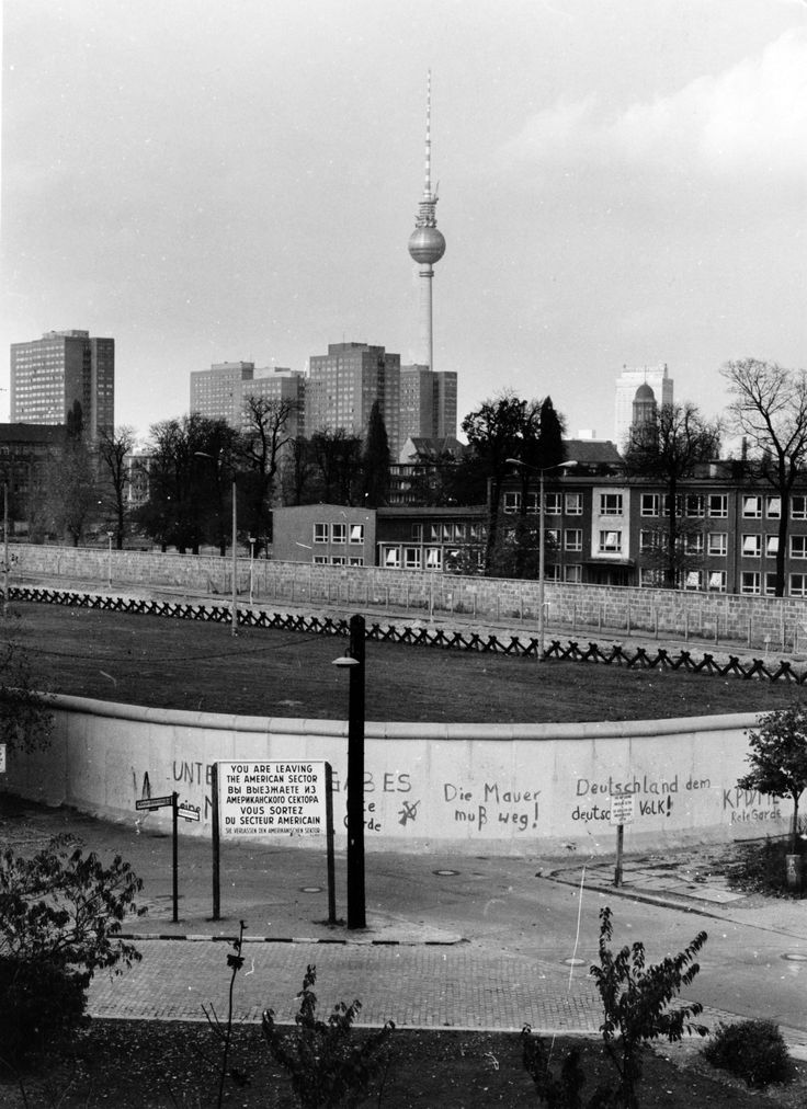 Das war die Berliner Mauer: Ein Bild an der Ecke Alexandrinen-/Stallschreiberstraße in Kreuzberg, aufgenommen von Wolfgang Görsch in den Siebzigern. Wir danken!