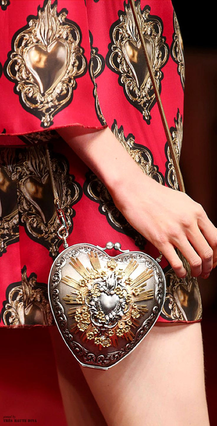 Dolce & Gabbana SS 2015 ♔ detail                                                                                                                                                      Plus