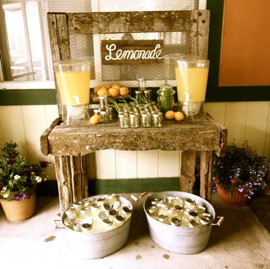 Pre-made mason jars with lemonade - Would be a good idea to have near sign in table for outdoor wedding