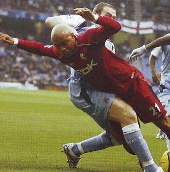 Man City 0 Bolton 2 in Dec 2006 at Eastlands. El Hadji Diouf takes a dive as Richard Dunne challenges #Prem