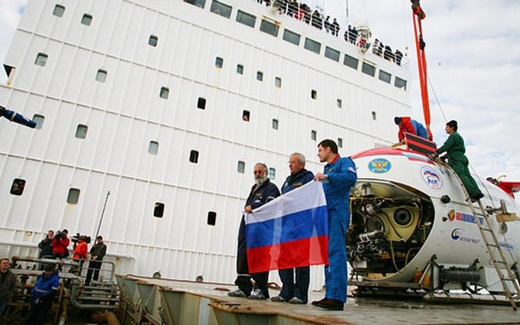 "Submersible ""Mir"" before diving to the bottom of the Arctic Ocean for the installation of the Russian flag"