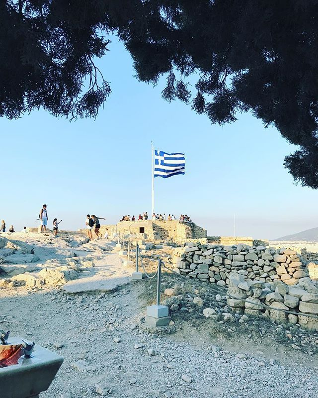 """""""#greece #euro #eurpoe #acropolis #flag #athens #travel #architecture #history #archeology #travelphotography #travelblogger #travelersnotebook #travels #acropoli #parthenon"""" by @connectaditya. #europe #roadtrip #여행 #outdoors #ocean #world #hiking #lonelyplanet #instalive #ilove #instalife #sightseeing #unlimitedparadise #tour #instamoment #instacool #instagramers #instapicture #travelingram #instatraveling #traveler #traveller #instaphoto #pic #insta #picture #instafollow #photos…"""