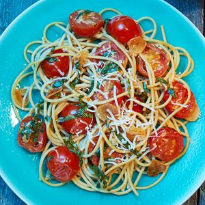 Spaghetti with Cherry Tomatoes and Toasted Garlic    This super-easy dish combines the antioxidant powers of tomatoes with garlic, which has been linked to a reduction in colon and stomach cancers. Best of all, this disease-busting dinner can be on the table in 20 minutes!