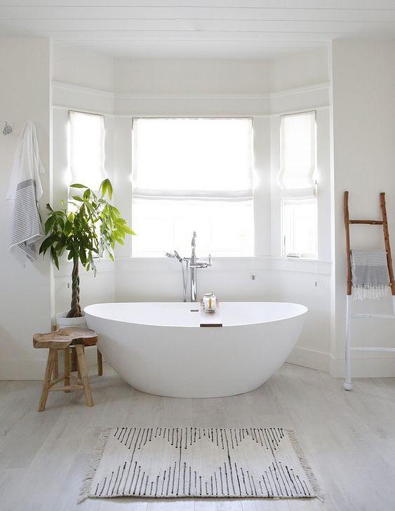 Choose An Elegant Free Standing Bath To Create A Luxurious Hotel