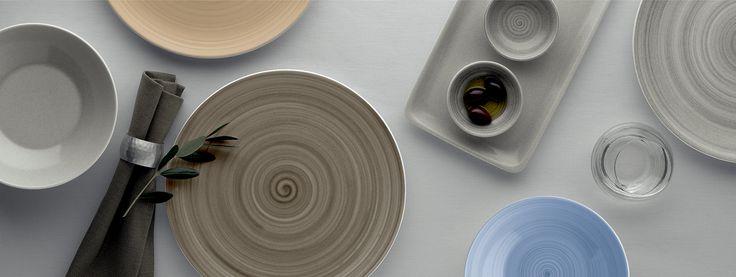 Sjekk ut dette lekre serviset Modern Rustic fra vår leverandør Bauscher. Tysk kvalitet der dekoren ligger under siste lag med glasur, noe som sikrer et slitesterkt resultat.