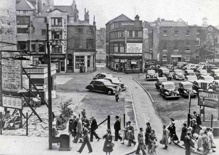 Church Street - 1952 - Bluecoat Chambers in the background where today Primark now stands.