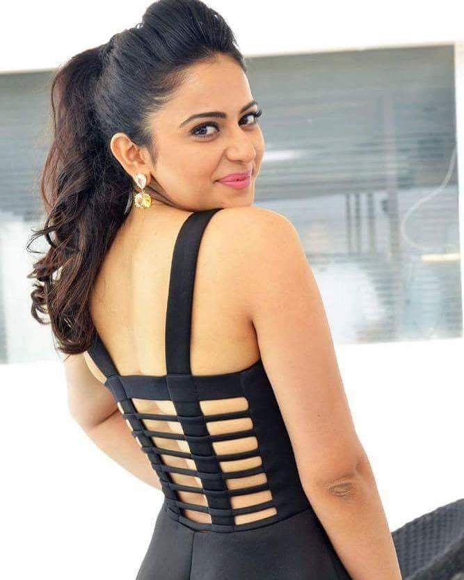 Beautiful & Charming #RakulPreet   #celebrity #bollywood #bollywoodactress #bollywoodactor #actor #actress #photooftheday #picoftheday #instapic #instadaily #filmywave