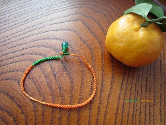 おみかんブレス 【みかん】ほっこりとこたつに入って食べる甘酸っぱいミカンをイメージして編み上げましたオレンジの部分はみかんのなんとも可愛らしいでこぼことした形... ハンドメイド、手作り、手仕事品の通販・販売・購入ならCreema。