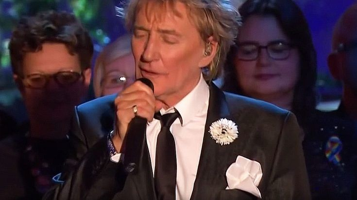 "Rod Stewart Ushers In The New Year In Style With Ultra Classy Spin On ""Auld Lang Syne"" 