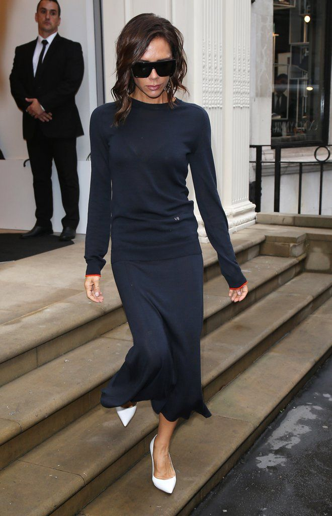 Monochromatic navy look. (Beautiful dress, but she looks TOO thin here! What happened?)