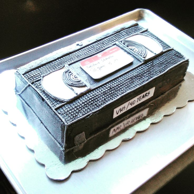 [pro/chef] A local movie theater hired me to make a VHS cake for the format's 40th anniversary.