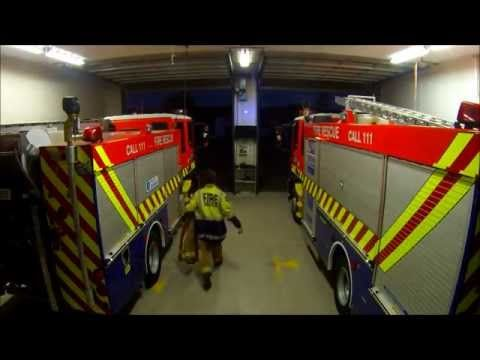 Kumeu Volunteer Fire Brigade responding to a callout on Guy Fawkes night 2014 - YouTube