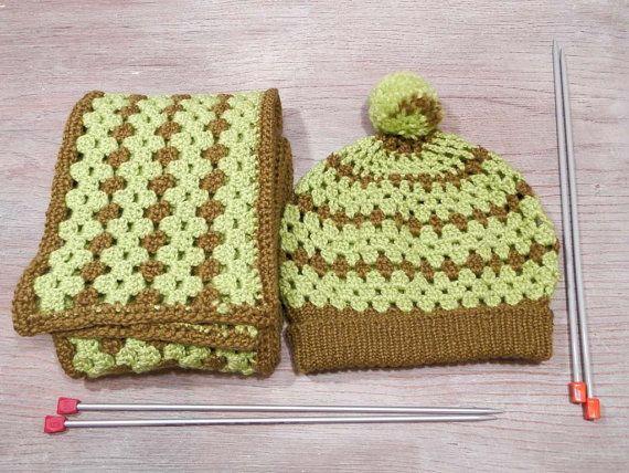 Вязаный комплект шарф и  шапка с отворотом, шапка крючком, шарф крючком, неоновая шапка, неоновый шарф, шапка с помпоном, зимний комлект