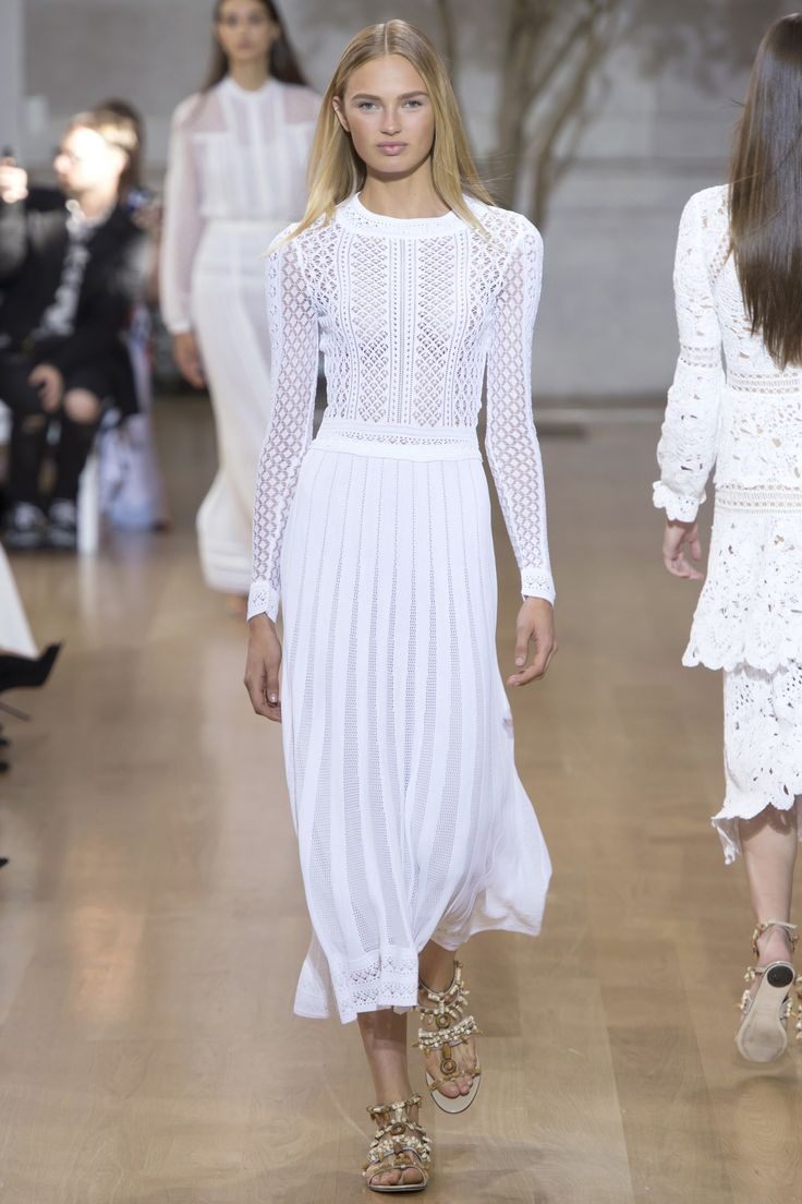 Oscar de la Renta Spring 2017 Ready-to-Wear: Beautiful white knit dress! I like the detailing!