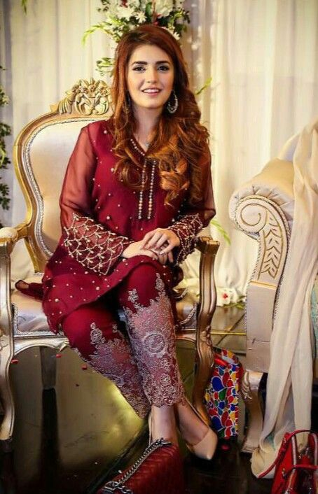 Momina Mustehsan is looking gorgeous