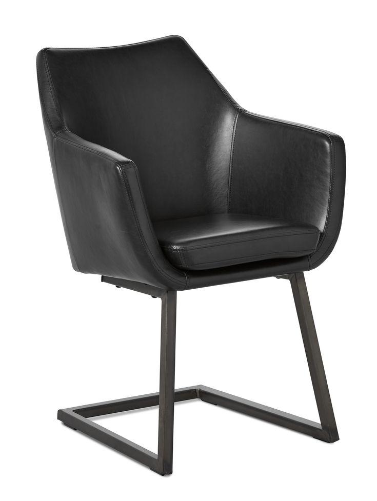 Sigge är en vacker karmstol, gjord för god komfort och långa sittningar. Den har en rustik och avslappnad stil med stoppad sits klädd i konstläder med vintagekänsla. Metallunderredet har en fjädrande konstruktion, viket gör att Sigge ger dig ett lätt gung när du sitter i stolen. Sigge passar på många platser i hemmet, vid matbordet eller i hallen, vid skrivbordet eller under läslampan. Vart ställer du din Sigge? Stolen är lätt att hålla ren och snygg, torka bara av den med en fuktig trasa.