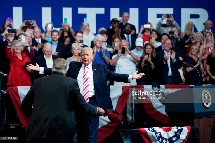 US President Donald Trump is greeted by Alabama state Republican Senator Luther Strange at the Von Braun Civic Center September 22, 2017 in Huntsville, Alabama. Trump is visiting the southern US state to endorse Luther Strange, a candidate for US Senate in the state's Republican primary. / AFP PHOTO / Brendan Smialowski