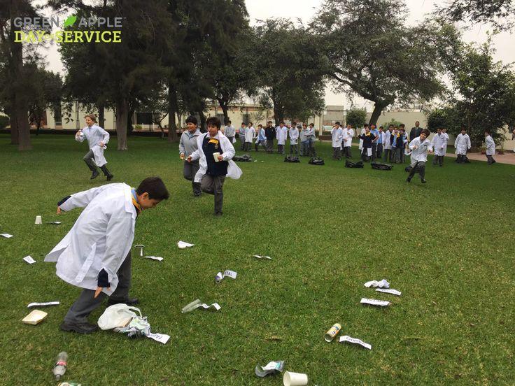 El martes 13 se dio inicio a nuestro #GADOS2016, en esta primera semana hemos estado en el Colegio Santa María dando una charla acerca de como reciclar adecuadamente y también realizando una actividad para que los chicos aprendan jugando.  #Reciclacorrectamente #GoGreen #GreenAppleDayofService #Voluntariado Peru GBC