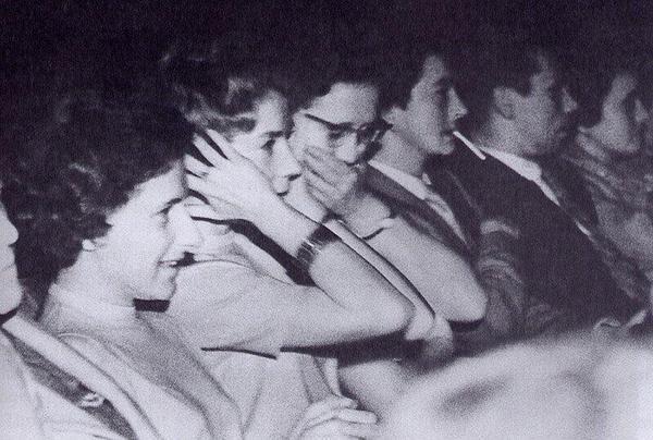 """La reazione del pubblico in sala, dinanzi alla celebre scena della doccia presente in """"Psycho"""". (Anteprima di New York / 1960) -"""