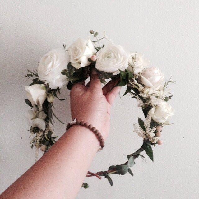 White Ranunculus Flower Crown Www Thecrowncolle White Ranunculus Flower Crown Www Thecr In 2020 Flower Crown Wedding Veil Flower Crown Wedding Flower Crown Veil