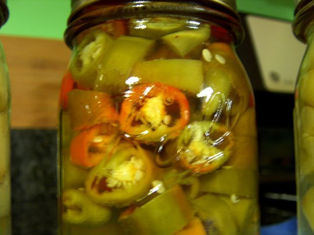 Recipe for canning pickled hot peppers