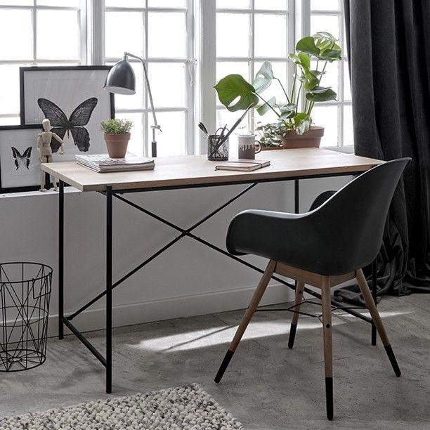 Et pænt hjemmekontor gør alt det kedelige lidt sjovere #kontormøbler #skrivebord #hjemmekontor #kontorindretning