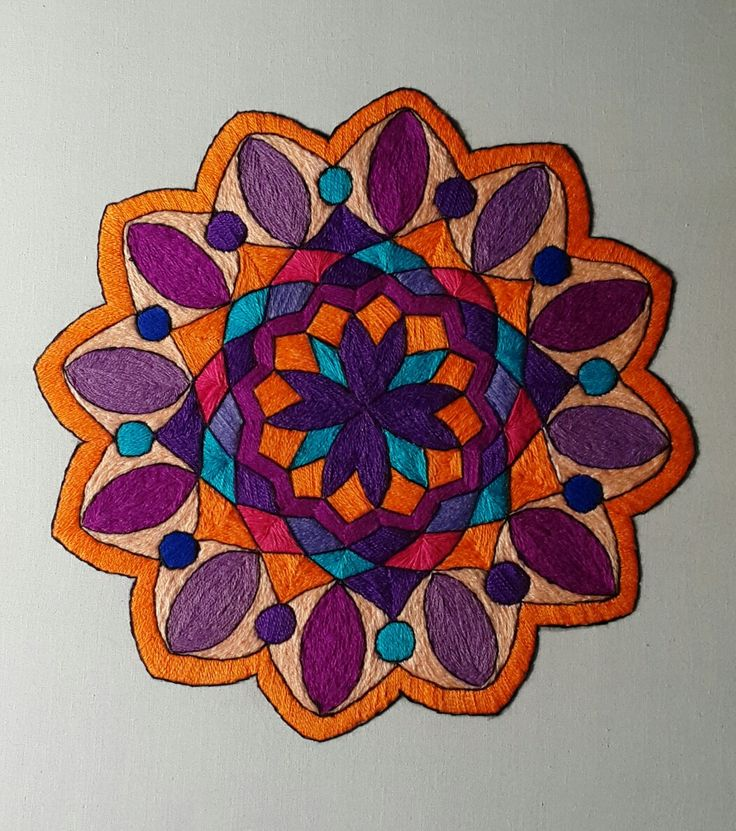 Mandala bordada a mano
