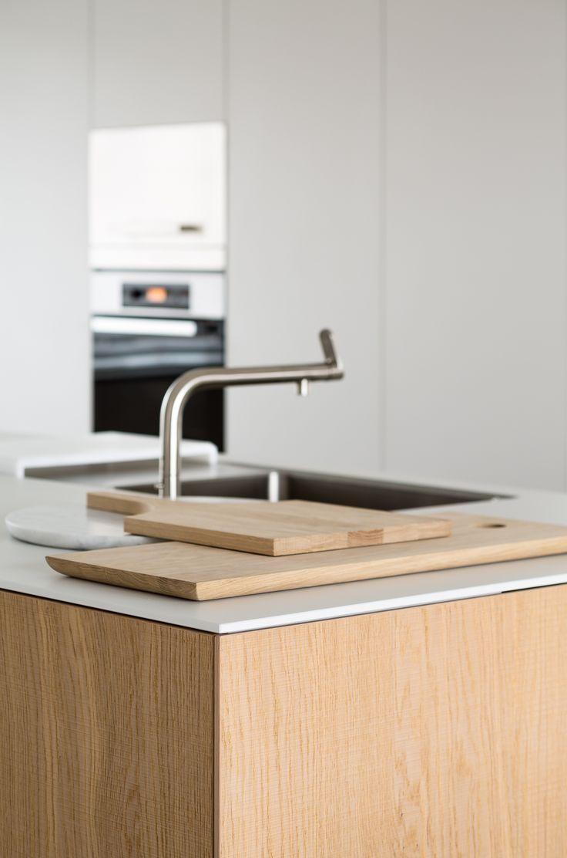 bulthaup - b3 keuken - combinatie van witte en houten afwerking - realisatie door k vorm -  photo < cafeine.be. >