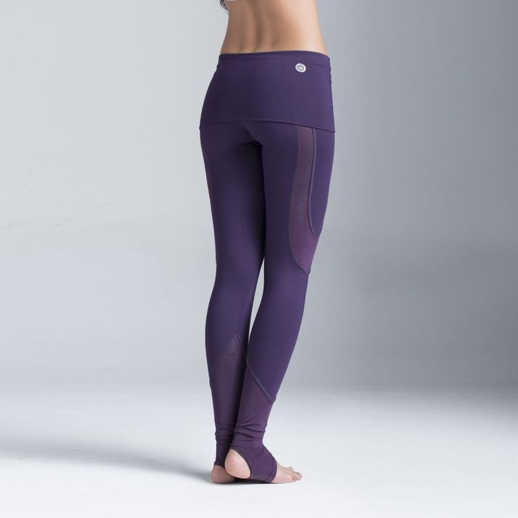 Leggings Mutis. Ideales para Yoga, Pilates y Danza. Control de abdomen y estribos en los talones. Compra en www.bakkuk.com | Leggings Mutis. Ideal for Yoga, Pilates and Dance. Shop at www.bakkuk.com or follow us @be.bakkuk #leggings #purple #morado #yoga #pilates #dance #activewear #bebakkuk